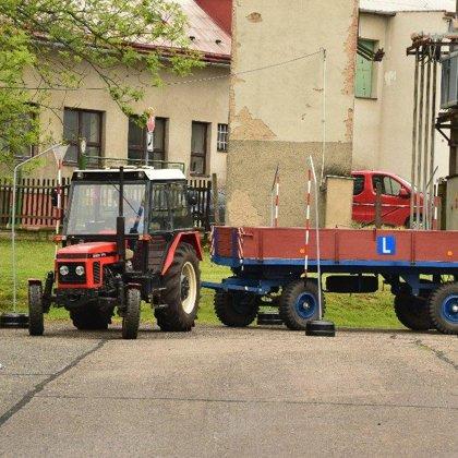 Jízda zručnosti s traktorem 16. 5. 2019